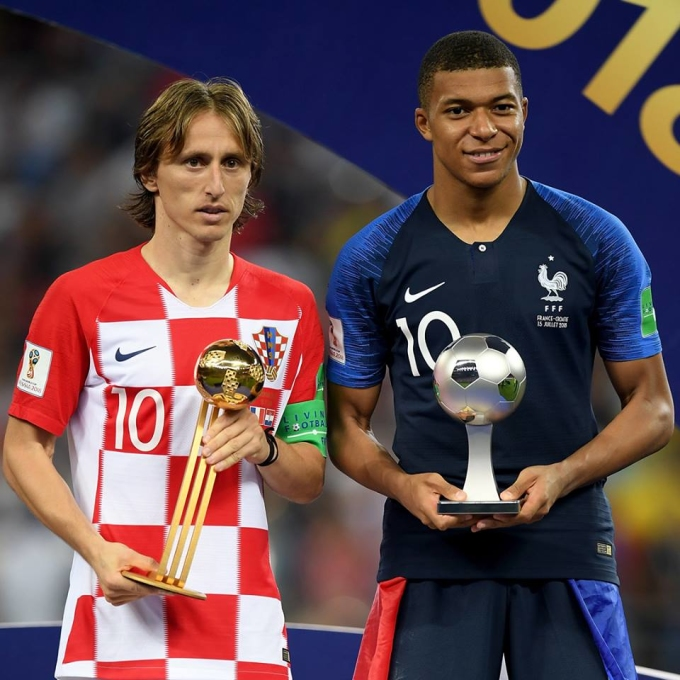 <p> Tiền đạo trẻ 19 tuổi của Pháp là Kylian Mbappe (phải) trở thành cầu thủ tuổi teen thứ hai trong lịch sử ghi bàn ở trận chung kết World Cup, sau huyền thoại người Brazil - Pele vào năm 1958.</p>
