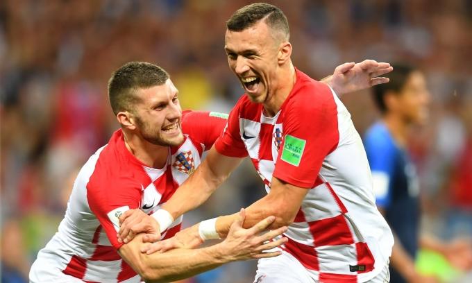 <p> Niềm vui của Perisic (phải) khi anh là người Croatia đầu tiên ghi bàn trong một trận chung kết World Cup.</p>