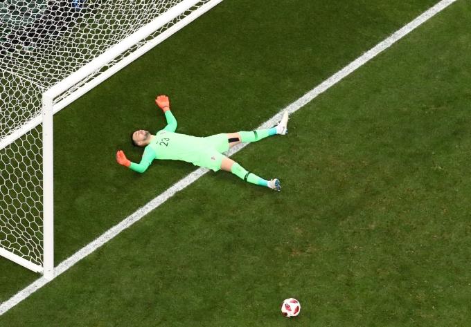 <p> Sự tuyệt vọng của thủ thành Subasic khi đội tuyển Croatia của anh phải nhận bàn thua liên tiếp.</p>