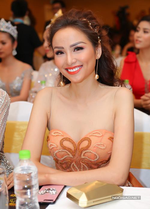 Hàng lông mày sai quá sai là nguyên nhân chính khiến Diễm Hương thường xuyên trông già dặn so với tuổi.