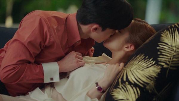 4 cảnh hôn khiến khán giả phấn khích khó quên trong Thư ký Kim sao thế? - 3