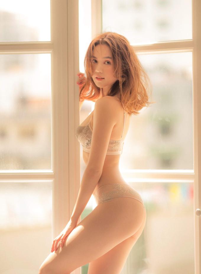 """<p> Để lưu giữ thanh xuân trước khi bước sang tuổi 30, Ngọc Trinh vừa thực hiện một bộ hình nội y đặc biệt. Sau thời gian nhận nhiều tranh cãi vì nhan sắc, vóc dáng có phần sụt giảm, Ngọc Trinh lấy lại phong độ của một """"nữ hoàng nội y"""" trong photoshoot này.</p>"""