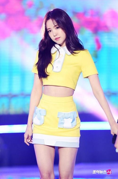 Na Eun được xem là có thân hình chai Coca hoàn hảo. Đây là từ để chỉ những cô gái có vòng eo thắt như cổ chai Coca, hông nở, vòng ba lý tưởng, chân thon dài.