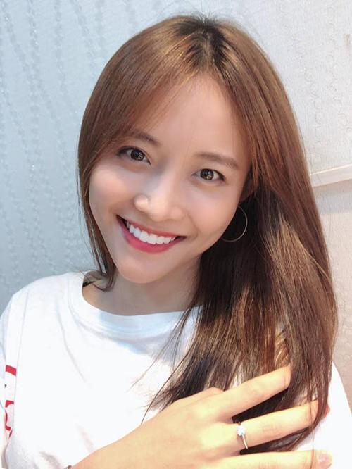 Trương Mỹ Nhân khoe vừa tút tát hàm răng để chuẩn bị thi Hoa hậu Siêu quốc gia Việt Nam 2018.