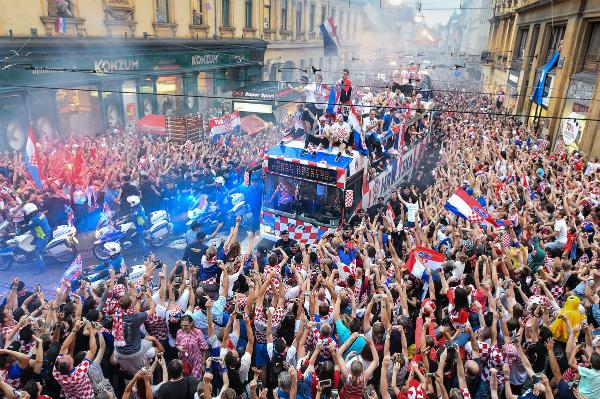 Croatia dừng chân ở vị trí thứ 2 song họ vẫn được chào đón như những người hùng dân tộc. Ảnh: PA