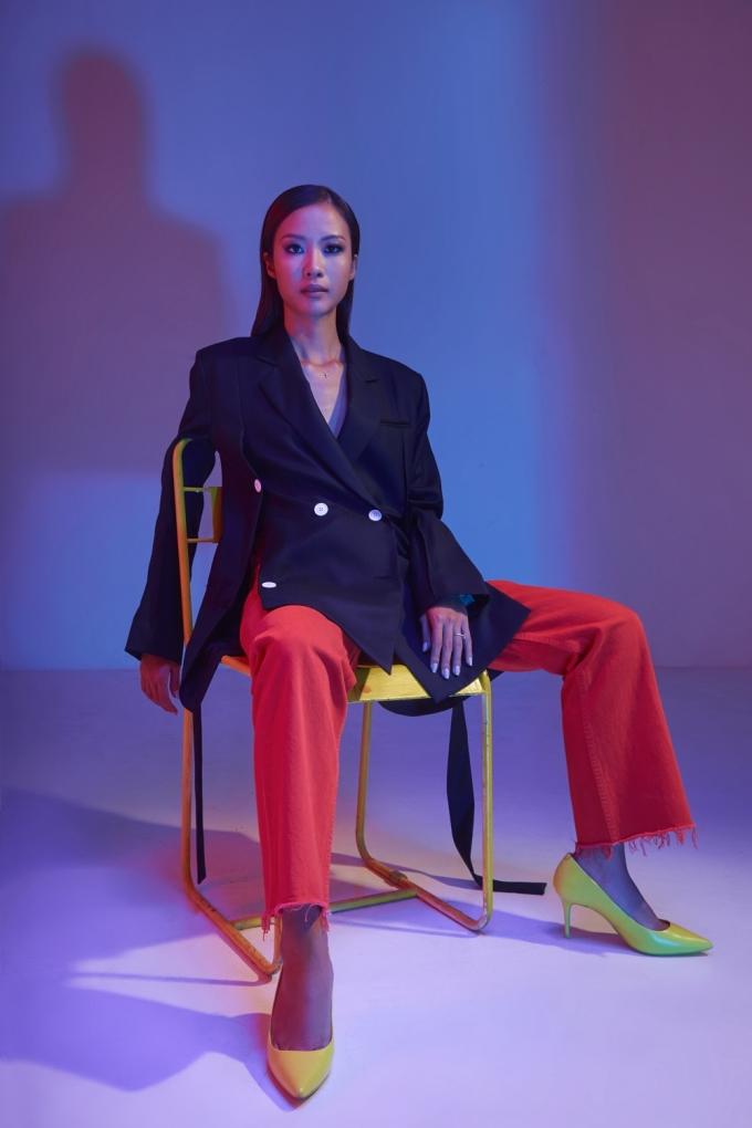 <p> Suboi là một rapper có tầm ảnh hưởng tại Việt Nam và thế giới. Cô được nhận xét là nhân tố âm thầm nhưng luôn gây bất ngờ cho khán giả. Không chỉ khẳng định vị trí trên con đường nghệ thuật, Suboi còn truyền cảm hứng, hướng đến một thế hệ trẻ cởi mở và hòa nhập với thế giới.</p>