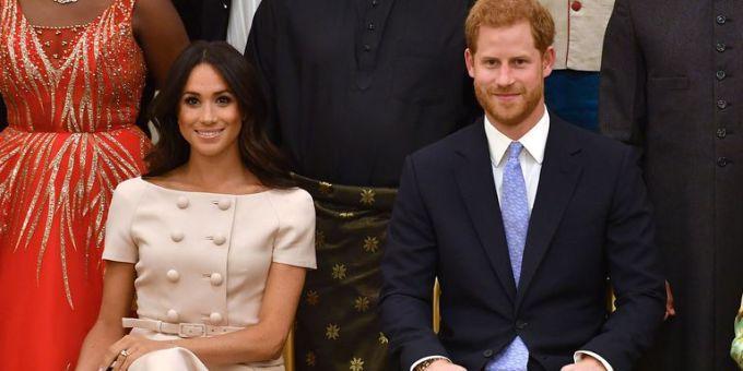 """<p> Karen cũng lý giải thêm, việc Meghan yêu thích màu hồng chứng tỏ cô đang rất hạnh phúc với cuộc hôn nhân với Hoàng tử Harry. """"Đó còn là cách thể hiện đời sống tình cảm. Rõ ràng cô ấy đang yêu và được yêu"""".</p>"""
