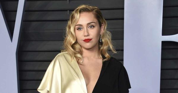 Năm ngoái trong một cuộc phỏng vấn với The Sun, Miley cũng từng khẳng định rằng cô chưa muốn lập gia đình: Tôi chưa nghĩ đến hôn nhân. Tôi mới 24 tuổi và còn muốn làm nhiều điều trước đám cưới.