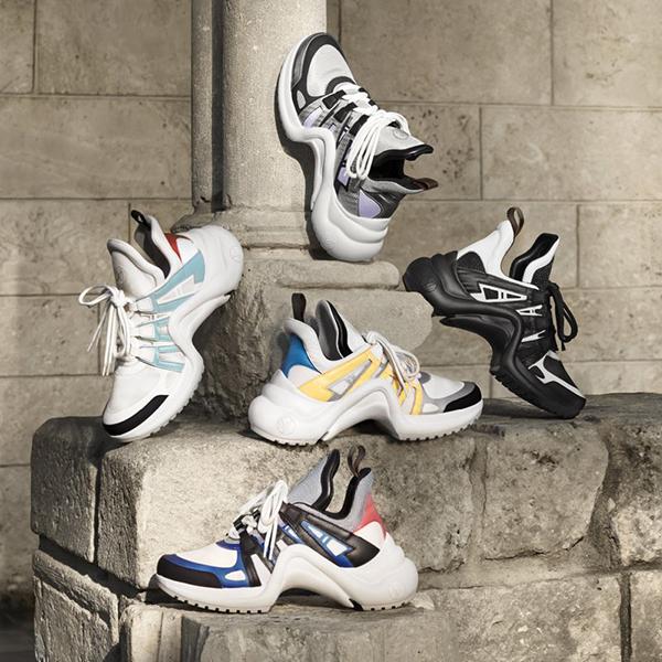 Sản phẩm có nhiều màu sắc để chọn lựa và được bán với giá 1.090 USD (tương đương 24 triệu đồng).