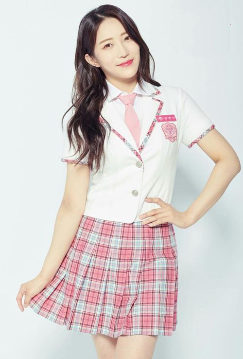 Kim Hyun Ah có lợi thế chiều cao, vóc dáng mảnh mai và đôi chân thon dài.