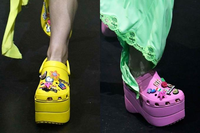"""<p> Sản phẩm này này có tên Platform Crocs, được mô tả là dép đi mưa """"sành điệu"""" cho giới trẻ với những gam màu chói lóa (hồng, vàng). Đôi dép có phần đế xuồng bằng nhựa, cùng huy hiệu và chi tiết cầu kỳ đính kết trên thân.</p>"""