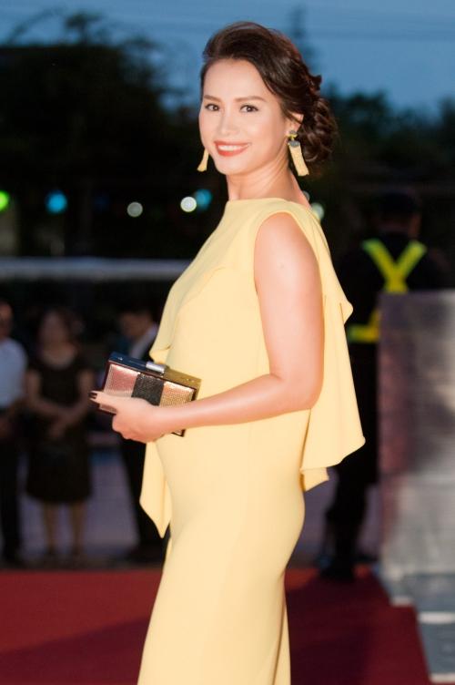Sau 20 năm đăng quang, Ngọc Khánh vẫn giữ được vẻ sang trọng xứng danh hoa hậu có gương mặt Tây nhất.