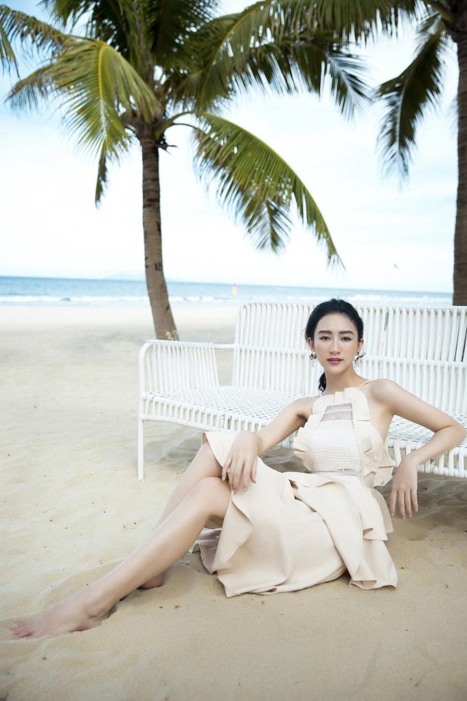 <p> Chào đón tuổi mới, Hà Thu vạch ra nhiều dự định, kế hoạch mới trong nửa cuối 2018 để chứng tỏ sự trưởng thành, đa tài và cá tính trong showbiz Việt.</p>