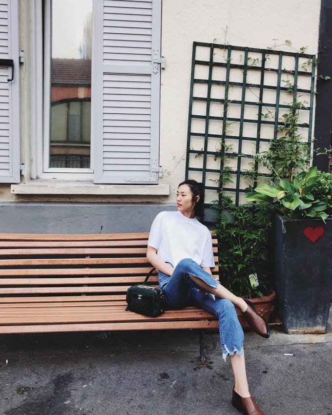 <p> Liu Wen là gương mặt được đông đảo fans yêu thích trên các blog street style. Không điệu đà, yêu kiều như nhiều chân dài khác, nàng mẫu xứ Trung thường trung thành với những set đồ đậm chất menswears hay rock - chic nổi loạn.</p>