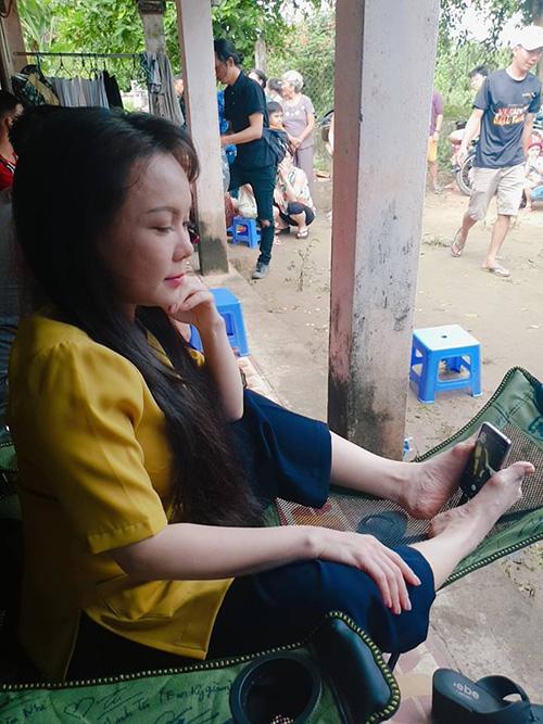 Việt Hướng hé lộ chiêu chụp ảnh tự sướng hiệu quả đó là dùng... chân.