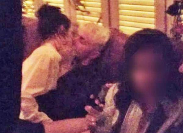Mối quan hệ của Kendall và Ben cũng đang dính nhiều thị phi ồn ào. Tháng trướccô nàng bị tố lăng nhăng với em trai Bella Hadid khi hôn đắm đuối anh chàng trong một bữa tiệc. Cư dân mạng chỉ trích Kendall vì không nghiêm túc trong tình yêu khi hẹn hò cùng lúc hai người.