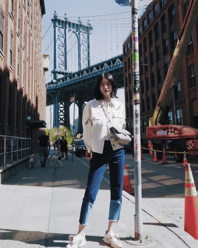 <p> Những món đồ Liu Wen thường mặc có thể bắt gặp trong tủ đồ của bất kỳ cô gái nào, là quần jeans, sơ mi, sneakers, áo phông…</p>