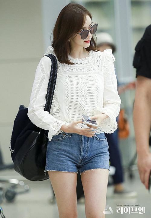 Jennie, Yeri khác lạ với phụ kiện cái xô, Yoon Ah khoe nhan sắc ở sân bay - 2