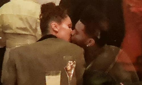 Tháng 4 năm 2018, Bella và The Weeknd được cánh săn ảnh bắt gặp hôn nhau say đắm tại đại nhạc hội Coachella. Nguồn tin thân cận tiết lộ với HollywoodLife: Từ khi tái hợp, Bella đã gạt bỏ nỗi đau quá khứ để tin tưởng Abel thêm lần nữa. Anh ấy tuyệt đối sẽ không đánh đổi niềm tin của Bella vì mối quan hệ bạn bè với bạn gái cũ.