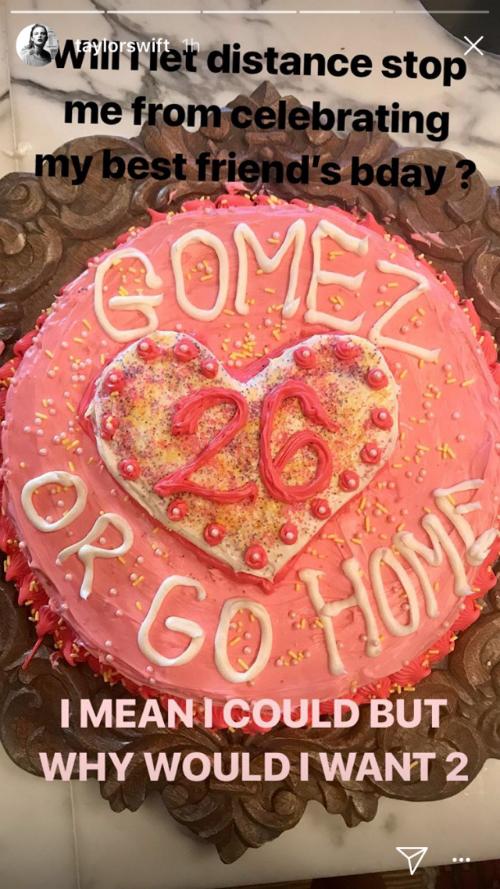 Trong hoàn cảnh hội bạn trai cũ (Justin Bieber và The Weeknd) ngó lơ trong ngày sinh nhật, Selena đã nhận được niềm an ủi bất ngờ từ Taylor Swift. Mặc dù đang bận rộn với tour diễnReputationở New Jersey, Taylor vẫn cất công đặt một chiếc bánh sinh nhật đặc biệt với dòng chữ Gomez or Go Home dành tặng cô bạn thân của mình.