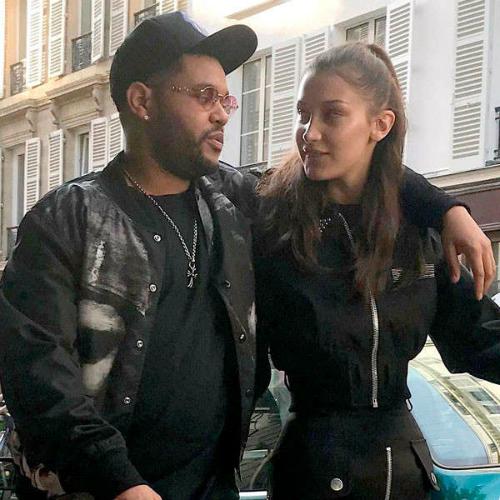 Những ngày gần đây, The Weeknd (Abel Tesfaye) và nàng chân dài Bella Hadid liên tục được bắt gặp hẹn hò cùng nhau tại Tokyo (Nhật Bản). Sự tái hợp ngọt ngào với Bella chính là nguyên nhân khiến mối quan hệ giữa The Weeknd và Selena hoàn toàn lạnh nhạt.