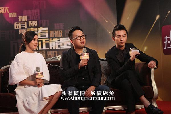 Vu Chính (giữa) bên Trần Hiểu và Viên San San. Viên San San là nữ diễn viên từng được Vu Chính lăng-xê nhưng nay đã rời công ty.