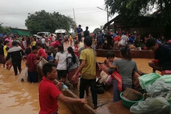 Ước tính ban đầu, hàng trăm người đang mất tích. Tuy nhiên, con số cụ thể vẫn chưa được giới chức trách nước này công bố. BC Laos News đưa tin giới chức trách nước này đang huy động lực lượng, thuyền đến nơi để sơ cứu những người dân khi mực nước ngày một dâng cao.