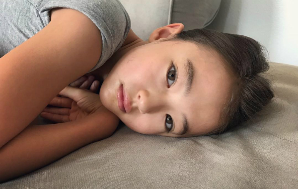 Ella Gross sinh năm 2008, mang hai dòng máu Hàn - Mỹ.Ngay từ nhỏ, cô bé đã nổi tiếng trên toàn thế giớivới vẻ đẹp hòa trộnÁ-Âu và được mệnh danh là mẫu nhí đẹp nhất thế giới.
