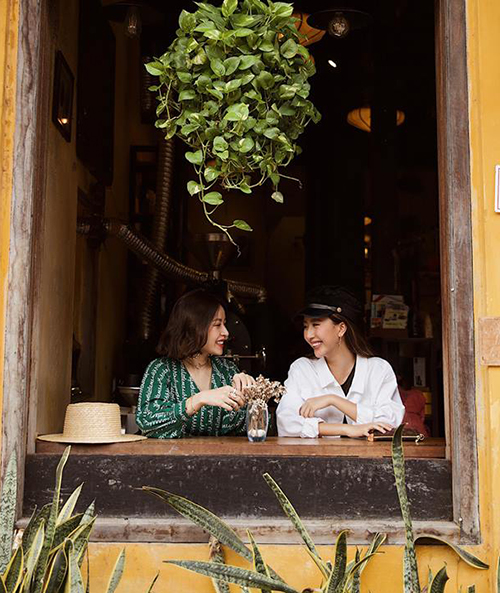 Chi Pu và Quỳnh Anh Shyn khoe ảnh thân thiết ở Hội An chẳng khác gì chị em một nhà.