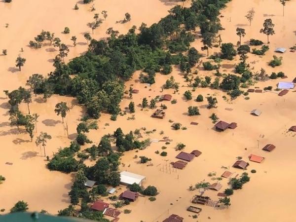 Sự cố vỡ đập xảy ra tại công trình thủy điện Xe Pian-Xe Namnoy khiến hơn 5 tỷ mét khối nước, tương đương hơn 2 triệu bể bơi Olympic, đổ xuống hạ lưu nhấn chìm hàng nghìn ngôi nhà. Thống kế ban đầu, có 6 làng thuộc huyện Sanamxay, tỉnh Attapeu, đông nam Lào, được cho là đã thiệt mạng, theo hãng thông tấn Lào LNA.