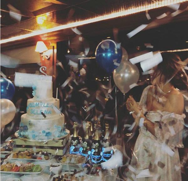 Selena cười tươi ôm trai lạ trong tiệc sinh nhật dù không được Justin tặng quà - 5