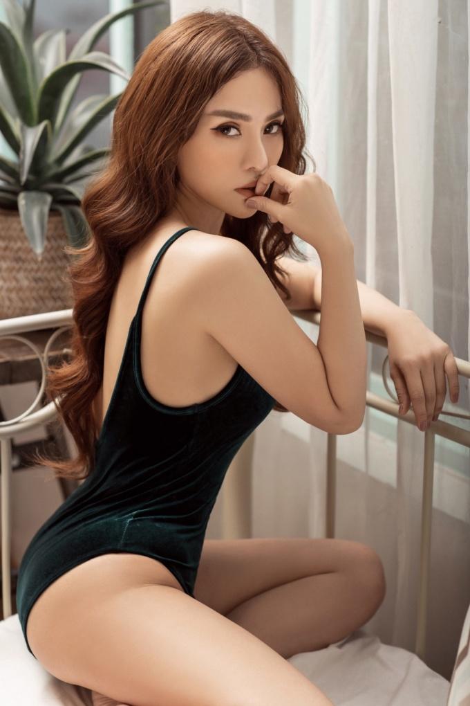 <p> Diện bodysuit bó sát, Thu Thủy khoe đường cong như những cô gái 18 dù cô đã ngoài 30 tuổi.</p>