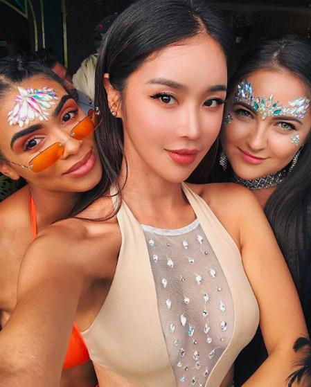 đến những cô gái châu Á cá tính, xinh đẹp.