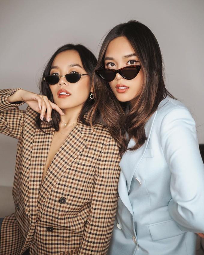 <p> Alexandra Hoang và Tsutsumi Hoang là cặp chị em đang gây sốt trong cộng đồng rich kids Việt. Hai cô nàng này là những fashion blogger với lối sống sang chảnh, lành mạnh được nhiều người ngưỡng mộ.</p>