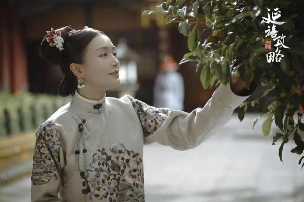 Phú Sát Hoàng hậu cũng đeo rồi, hậu cung còn ai dám không đeo?
