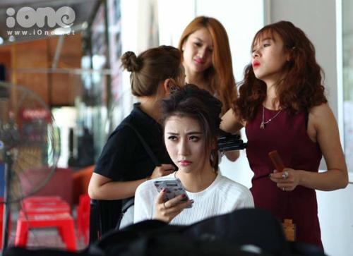 Quỳnh Anh Shyn trong buổi làm việc.