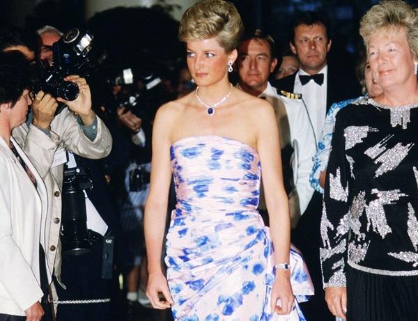 Diana đã trong tâm trạng không tốt và quyết định đi ngủ trước Nữ hoàng, một hành động được cho là thiếu tôn trọng tới người đứng đầu hoàng gia, William nói.