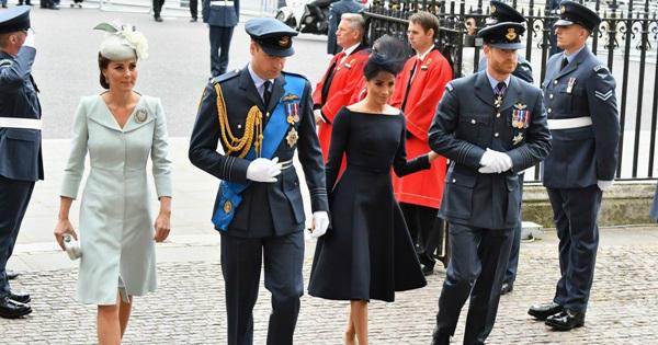 Ông William Heseltine, thư ký riêng của Nữ hoàng tại Cung điện Buckingham cho biết: Các thành viên Hoàng gia không nên đi ngủ trước Nữ hoàng. Đó là một hành động rất tệ. Mọi người luôn chờ Nữ hoàng đi ngủ rồi mới đến lượt mình.
