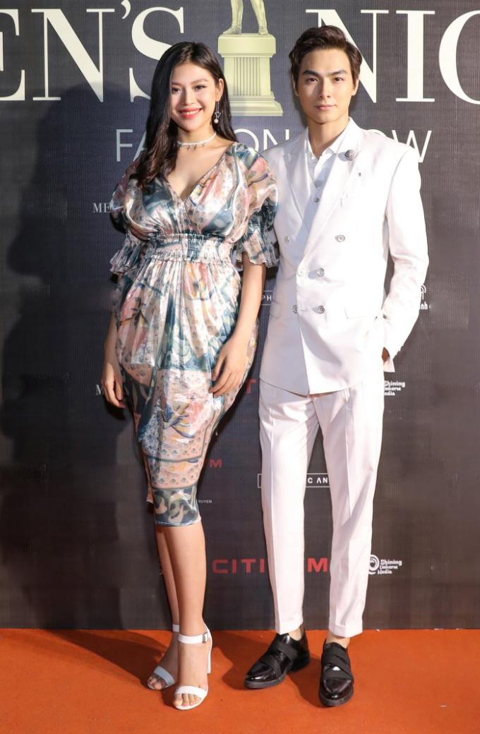 <p> Ngày 26/7, Chúng Huyền Thanh và chồng Jay Quân xuất hiện tại một chương trình thời trang, 2 tháng sau khi Huyền Thanh sinh con trai đầu lòng.</p>