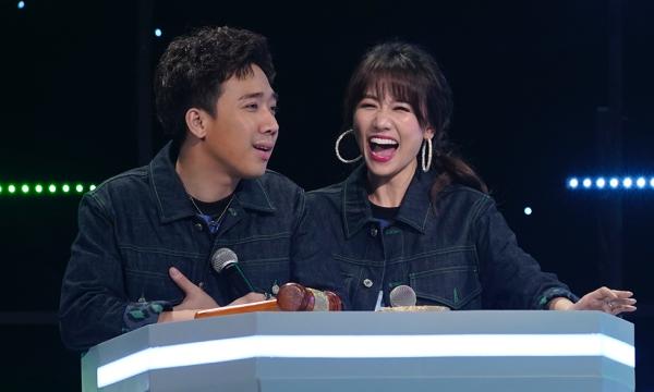 Trấn Thành - Hari Won lần đầu cầm trịch chung một chương trình.