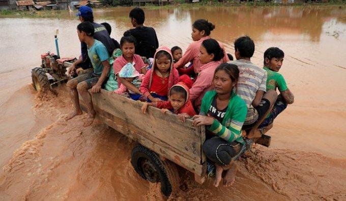 <p> Chiều muộn 26/7, ở một số ngôi làng nước đã rút đi đáng kể và người dân bắt đầu quay trở về nhà.</p>