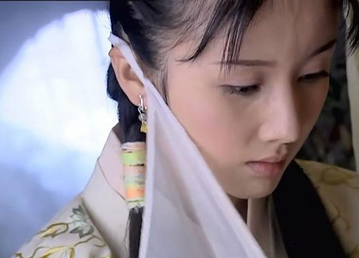 Hoa Nguyệt Nô (Tôn Phi Phi đóng) trong Tiểu Ngư Nhi và Hoa Vô Khuyết 2004