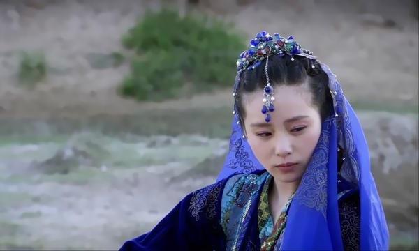 Tân Nguyệt (Lưu Thi Thi đóng) trong Phong trung kỳ duyên