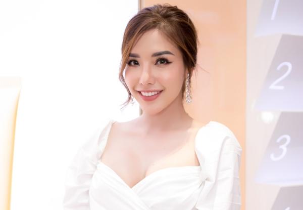 Hoa hậu Khánh Phươngư