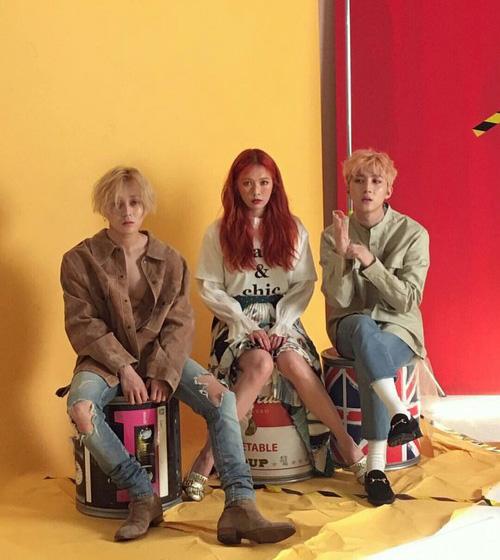 Sau bộ đôi Trouble Maker nổi đình đám, công ty giải trí hàng đầu Cube Entertainment lại tiếp tục cho ra một nhóm nhạc mới gồm thành viên nổi tiếng nhất Hyun A và hai idol nam đến từ nhóm tân binh mới toanh. Những gì ấn tượng bộ ba này để lại không chỉ ở bài hát với giai điệu bắt tai, mà còn nhờ cách ăn mặc có một không hai hiếm idol nào dám thử sức.