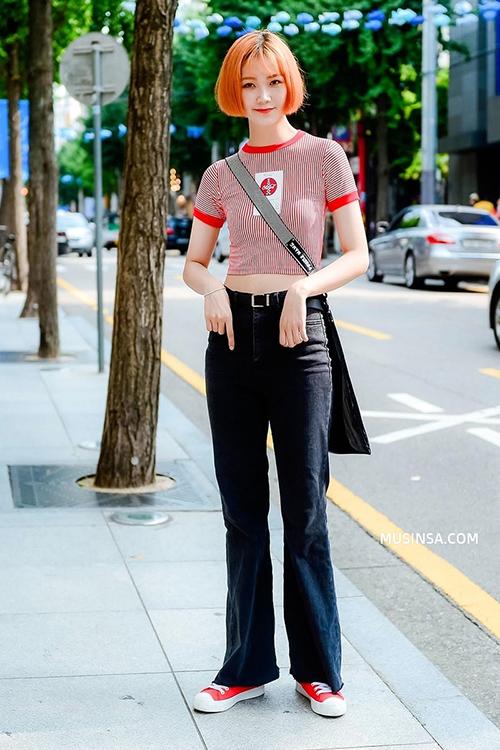 Để tôn lên thân hình, các cô gái xứ kim chi chuộng trang phục khoe eo hoặc đôi chân thon, gần như tránh tuyệt đối các trang phục hở phần ngực.