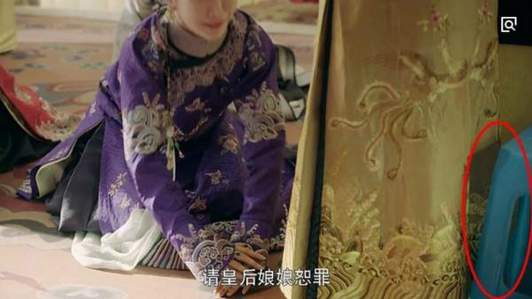 Sạn của Diên Hy Công Lược: Vua đi giày thể thao, hoàng hậu ngồi ghế nhựa