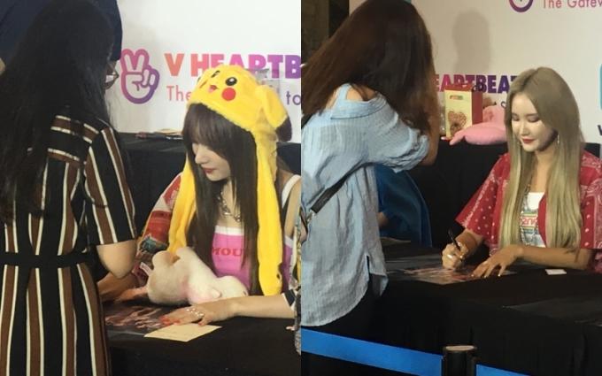 <p> Các cô gáiEXID xuất hiện sau đó và nhanh chóng ký tặng fan chờ đợi gần cả tiếng đồng hồ. Các cô nàng được fan mang cả gấu bông để tặng.</p>