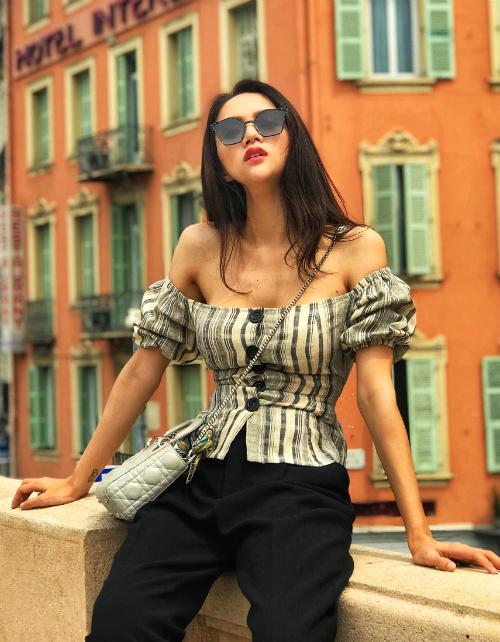 Việc chạy show tích cực sau khi lên ngôi Hoa hậu khiến Hương Giang khó lòng trở về cân nặng cũ, ngược lại cô cònnhiều lần lộ vóc dáng gầy guộc trơ xương.