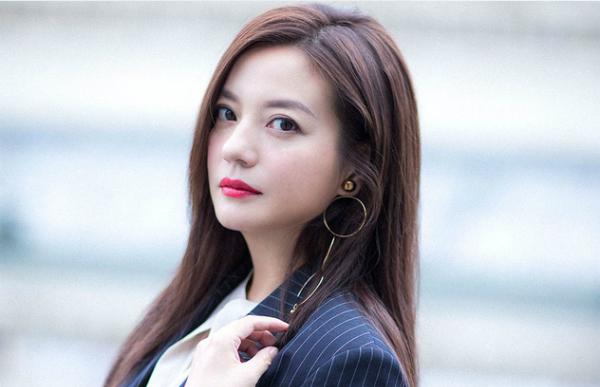 8 người đẹp siêu giàu của làng giải trí Hoa ngữ - 1